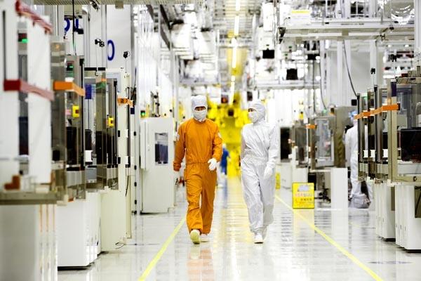 삼성전자 클린룸 반도체 생산현장.