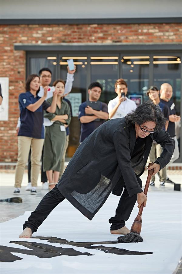 한중일 문화올림픽 아트포스터 전 오프닝 퍼포먼스/2017년/ 글씨 강병인