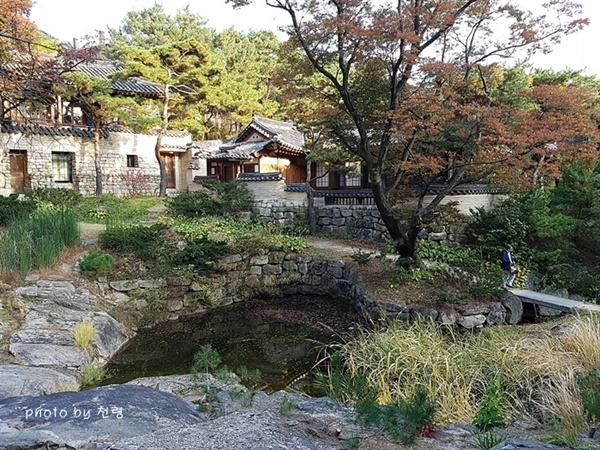 영벽지와 본채 풍경 성락원은 계류를 중심으로 조성돼 있다.