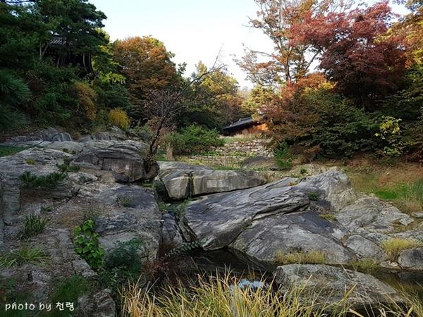 성락원 경사진 구릉지와 계곡을 이용해 조성한 성락원은 마치 심산유곡에 있는 듯하다.