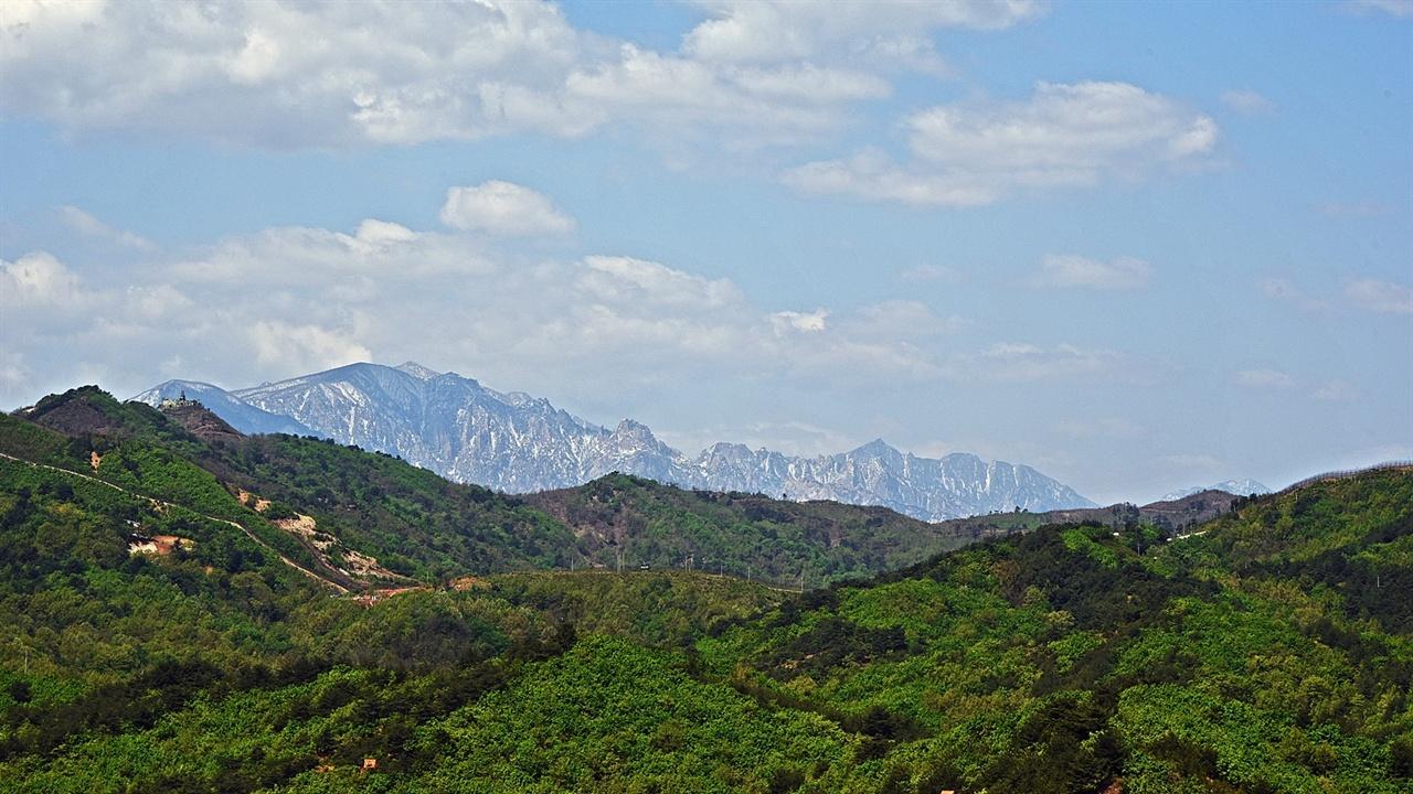 금강산 통일전망대에서 금강산 비로봉도 선명하게 보이는 화창한 날씨였다.