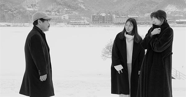 강변호텔 여성에 대한 남성의 추파는 변치 않는 홍상수 영화의 관심이다.