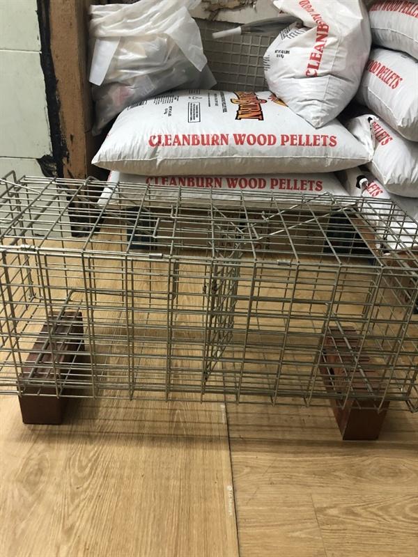 B동물병원이 중성화 수술이후 길고양이들의 회복용으로 사용 예정이라며 은평구청 공무원에게  보여준 포획틀. TNR 사업 과업지시서에는 포획틀이 아닌  뜬장에서 고양이가 회복할 수 있도록 하라고 명시돼 있다.