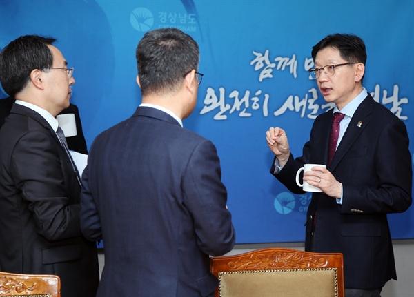 김경수 경남지사는 4월 29일 경남도청 도정회의실에서 혁신전략회의를 열었다.