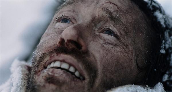 그의 탈출은 곧 삶에의 투쟁이다. 죽음보다 힘든. 영화 <12번째 솔저>의 한 장면.