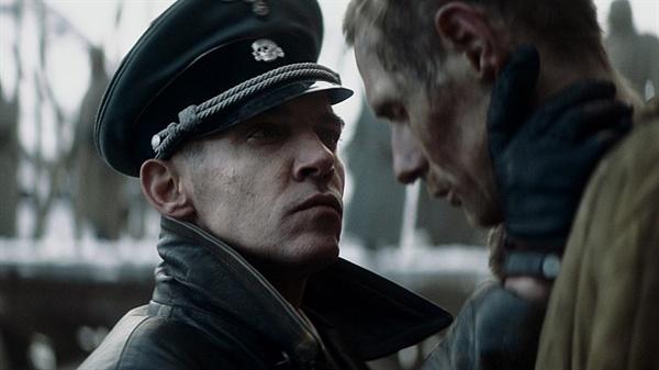 영화는 '전쟁영화'답지 않게 미시적이고 세밀하다. 영화 <12번째 솔저>의 한 장면.