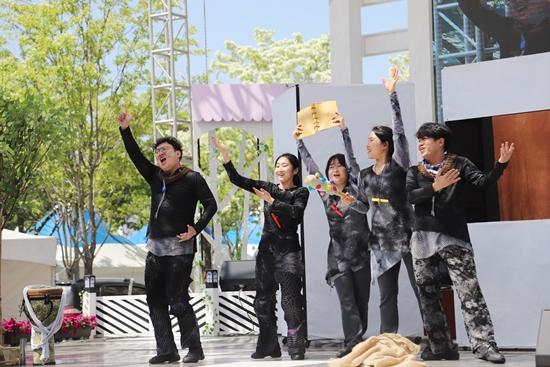 ▲ 올해는 극단 장자번덕의 연극 공연도 특설무대에 올랐다.