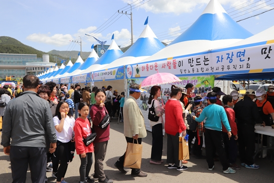 다양한 무료 체험과 먹거리 나눔이 축제를 풍성하게 했다.