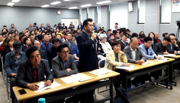 창원시 공론화위원회는 4월 30일 오후 의창구청 강당에서 스타필드 입점 찬반 이해당사자와 시민 350여명이 참석한 가운데 '창원 스타필드 공론화' 간담회를 열었다.