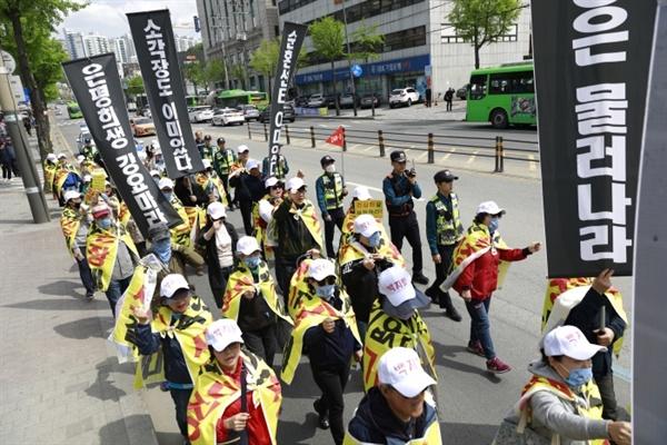 4월 27일 은평광역자원순환센터 백지화 투쟁위원회는 녹번역에서부터 은평문화예술회관까지 반대 행진을 실시했다.