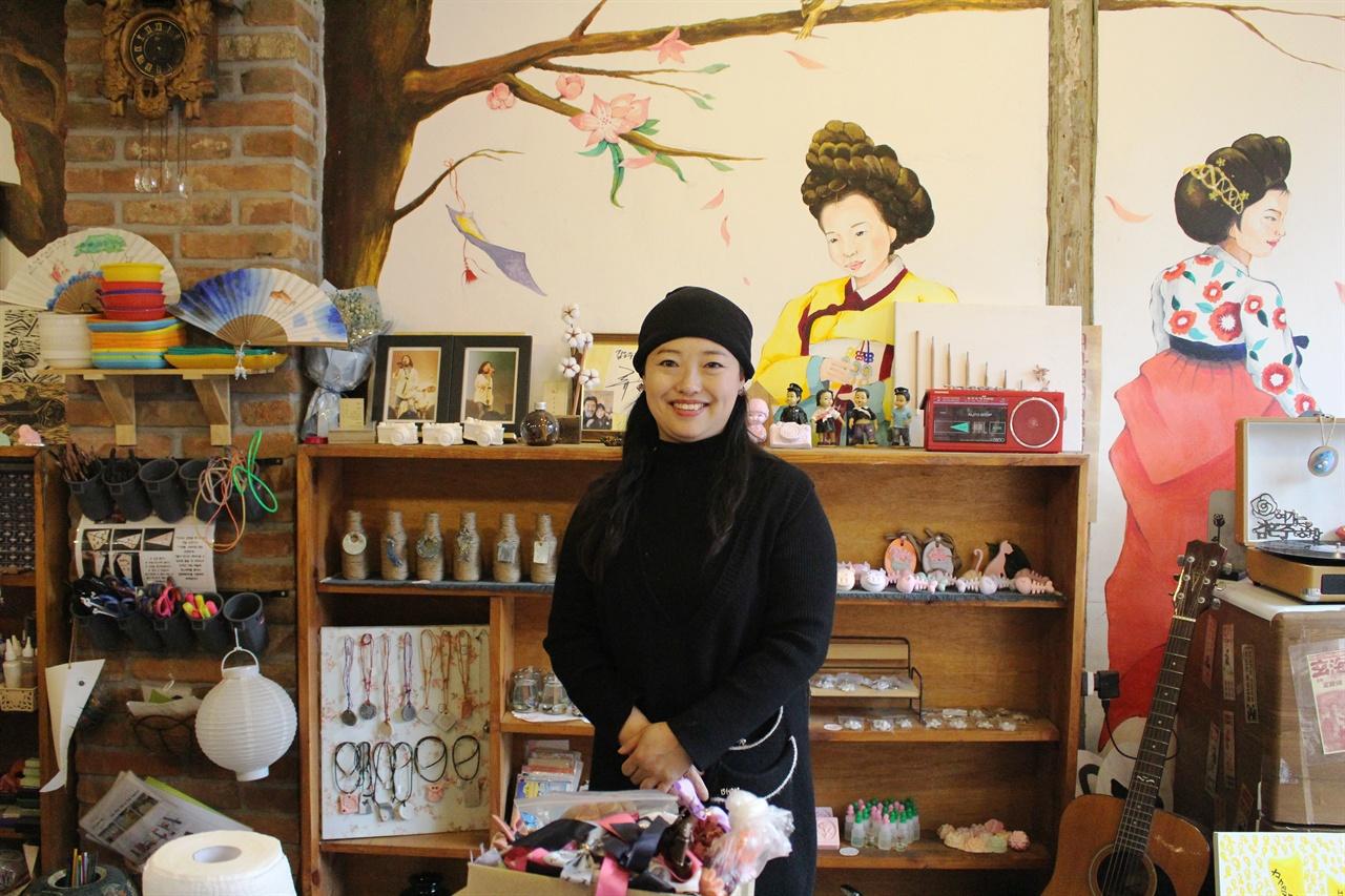 김은주공방 1897년 개항문화거리에 작은 공예창작소 둥지다. 목포를 상징하는 아기자기한 멋진 공예품을 만들어낸다. 제2기 목포시SNS서포터즈로 함께 활동했었다.