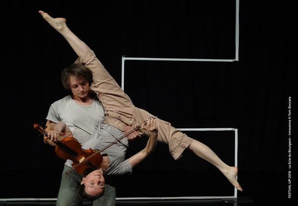 서울 마포 문화비축기지에서 4일~6일 <2019 서울 서커스 페스티벌 - 서커스 캬바레(Circus Cabaret)>이 열린다. 사진은 벨기에의 라 시 뒤 부르종이 연기하는 '이노센스' 공연의 한 장면.