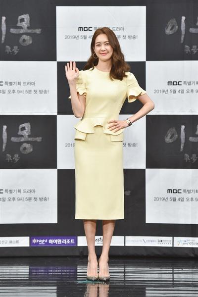 MBC 3·1 운동 및 대한민국 임시정부 수립 100주년 기념 드라마 <이몽> 제작발표회에 참석한 배우 이요원.