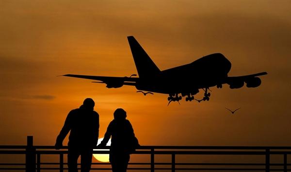 34년 전, 씨그너는 오슬로국제공항에서 처음 새라를 만났다.