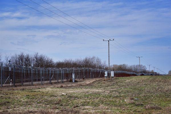 유럽연합과 비유럽연합을 나누는 국경 철조망.