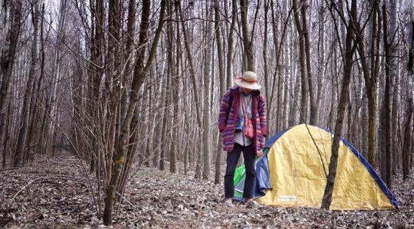 국경 기찻길 옆 자작나무숲에 텐트를 치고 하루를 머물렀다.