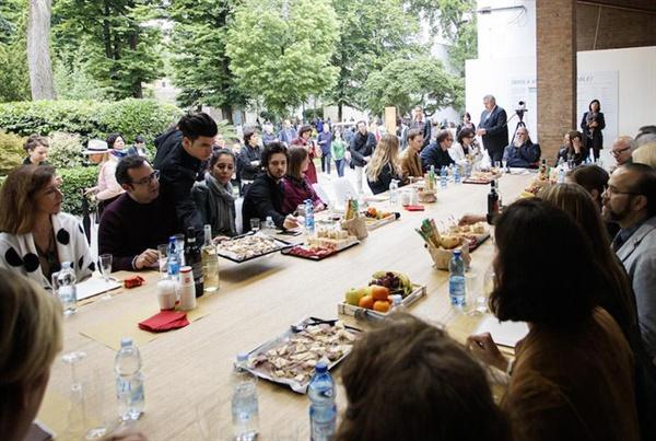 지구촌 문화 전쟁터이면서 세계적 축제의 장인 베니스비엔날레의 오픈 테이블(Tavola Aperta)의 현장
