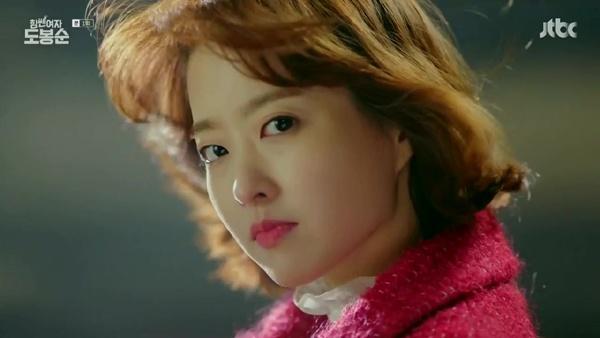 박보영은 <힘 쎈 여자 도봉순> 촬영 도중 발목 인대를 다쳤음에도 공백 없이 촬영을 마쳤다.
