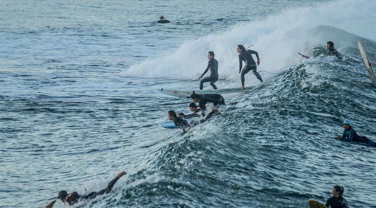 <죽도 서핑 다이어리>의 한 장면