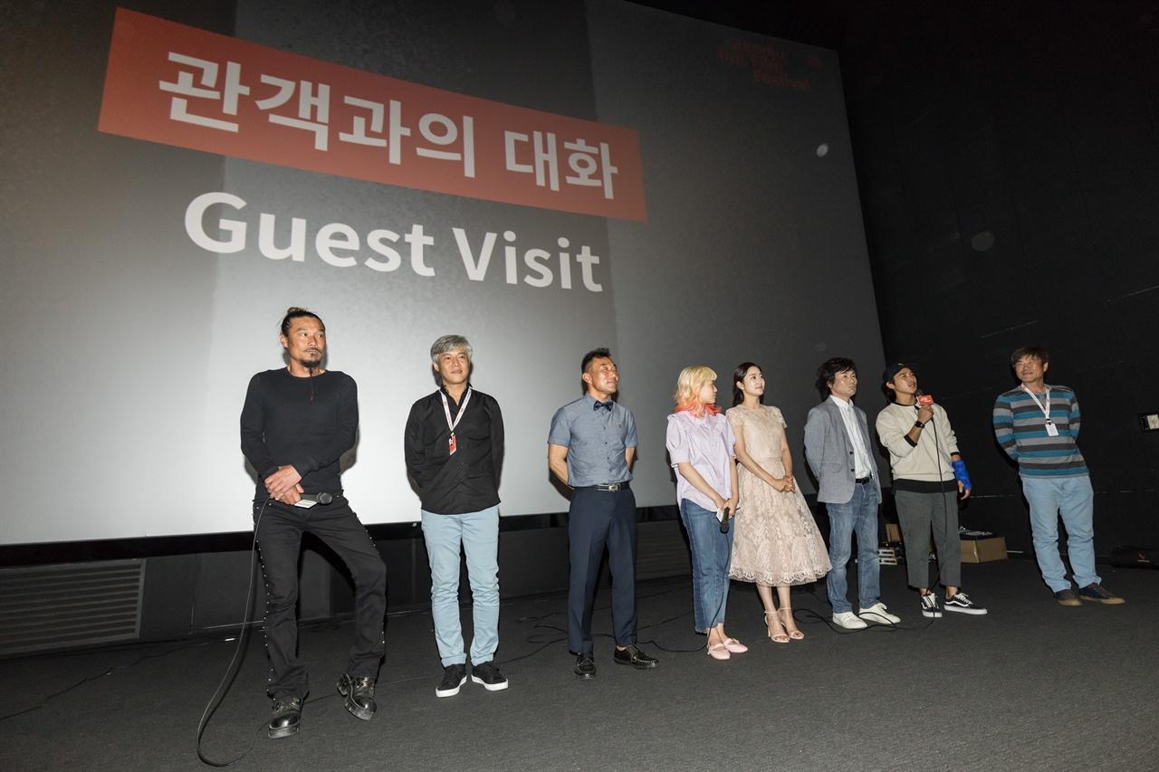 3일 오후 전주영화제에서 첫 공개된 <죽도 서핑 다이어리> 상영 후 관객과의 대화