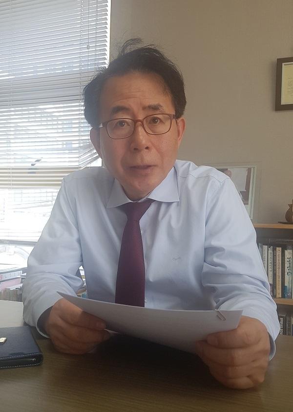 '보수의 텃밭' 강남에서부터 '보수-진보' 양극단의 정치를 극복하겠다고 나선 김성곤 위원장.