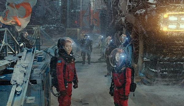 '지구를 선도하는 중국'이라는 프레임을 은연중에 깔았다. 영화 <유랑지구>의 한 장면.