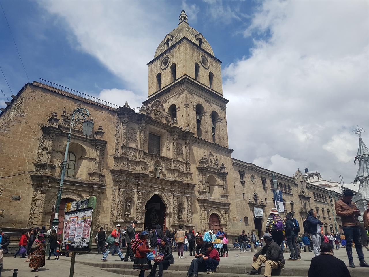 라파즈 시내 중심: 산 프란시스코 성당