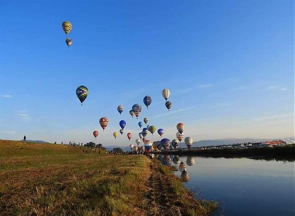 터키의 카파도키아를 연상케하는 열기구들