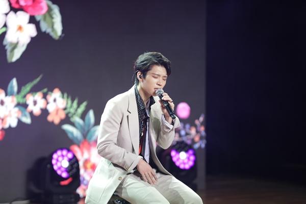 남우현 인피니트의 멤버 남우현이 솔로 3집 미니앨범 < A NEW JOURNEY >를  발매하고 쇼케이스를 진행했다. 타이틀곡은 'Hold On Me(홀드 온 미)'다.
