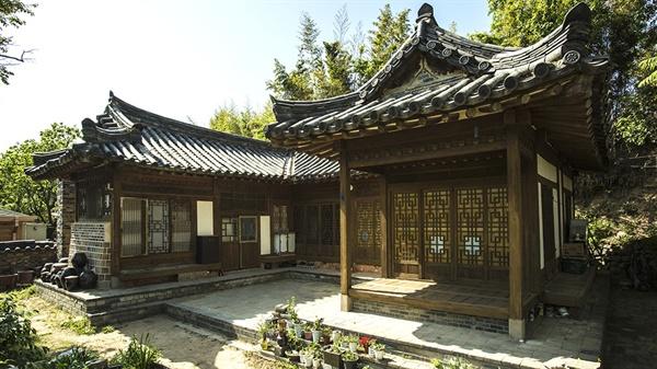 문화유산국민신탁이 보전관리 중인 경주 윤경렬 옛집