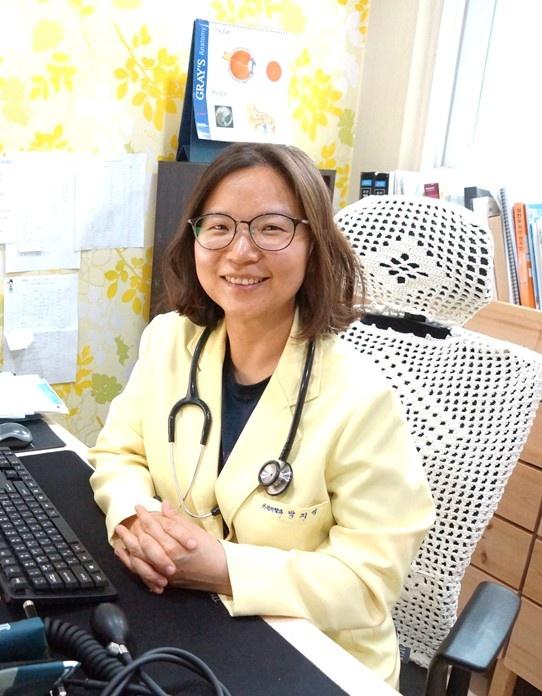 민들레의원 박지영 원장 아이들에게 어릴 때부터 건강을 지키는 습관과 면역력을 기르는 방법을 알려주고 싶어서 책을 쓰게 되었다고 한다.