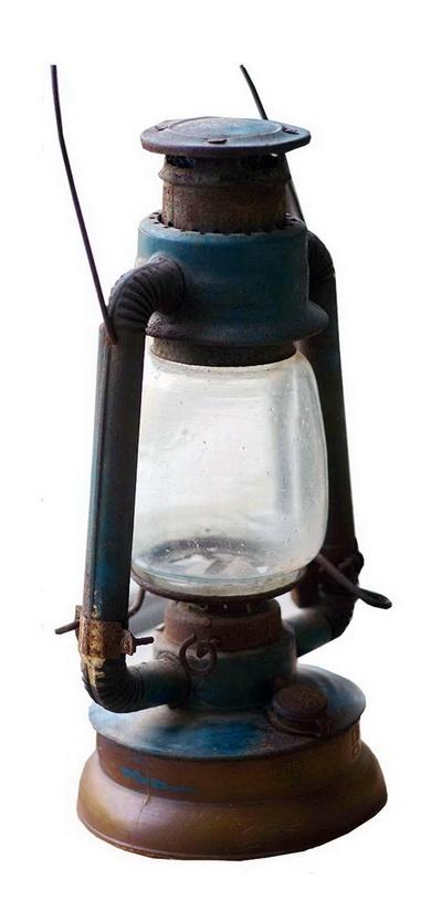남포등. 호롱불에 비하면 훨씬 고급한 이 등불을 밝히는 데도 성냥은 필수적이었다.