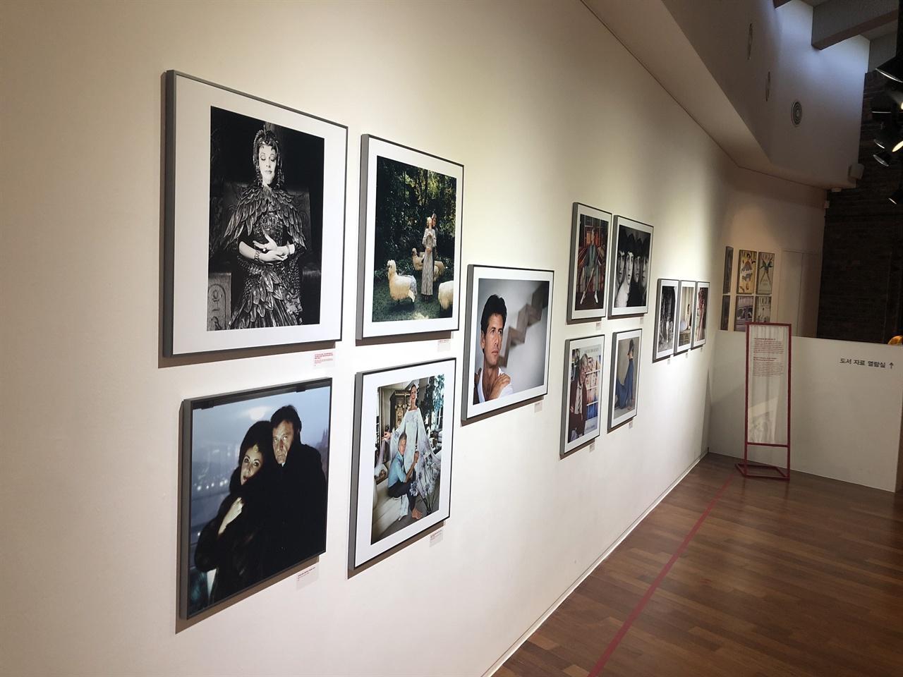 KT&G 상상마당 춘천 아트센터 <노만파킨슨 전> 갤러리 내부
