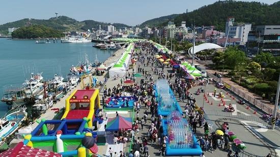 2019 완도 장보고수산물축제 현장 항공 촬영. 축제 기간 동안 총 8만 명이 축제장을 찾았다.