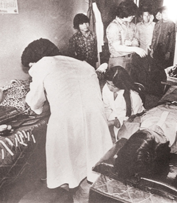 헌혈을 위해 병원에 몰려든 시민들과 의료진