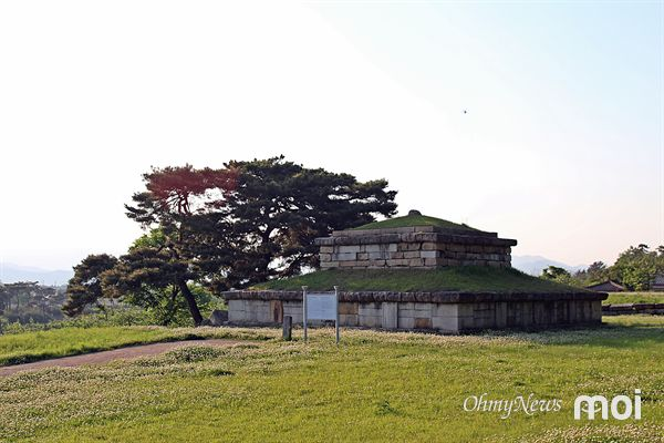 경주 서남산 기슭에 있는 능지탑지 모습