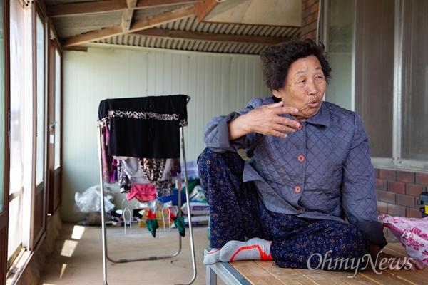 극우논객 지만원씨가 80년 5월 광주에서 찍힌 사진속 인물을 지목해 '139번 광수'(5.18당시 광주에 침투한 북한 특수군 부대원)로 이름붙이고, 김정일 첫째 부인 홍일천(김정일 첫째 부인)이라고 주장하고 있다. 그 사진속 인물인 79세 심복례씨는 현재 전남 해남에서 농사를 지으며 살고 있으며, 남편 고 김인태씨(당시 47세)는 장남 하숙비를 내기 위해 광주에 갔다가 5월 20일 광주교소도 부근에서 진압봉 등에 의해 심한 구타를 당해 사망했다.