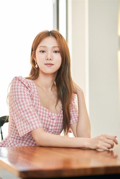영화 <걸캅스>에서 좌충우돌 형사 조지혜 역을 맡은 배우 이성경.