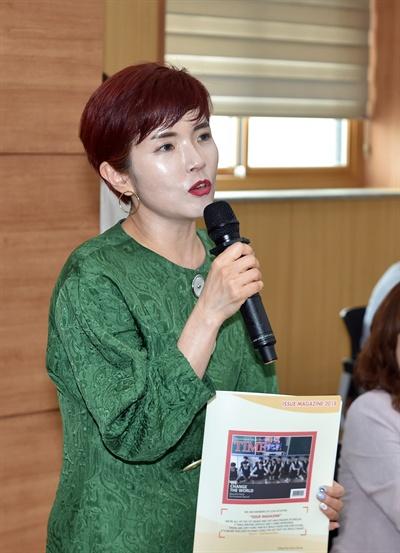 수상 소감 발표하는 홍유라 이천고 교사.