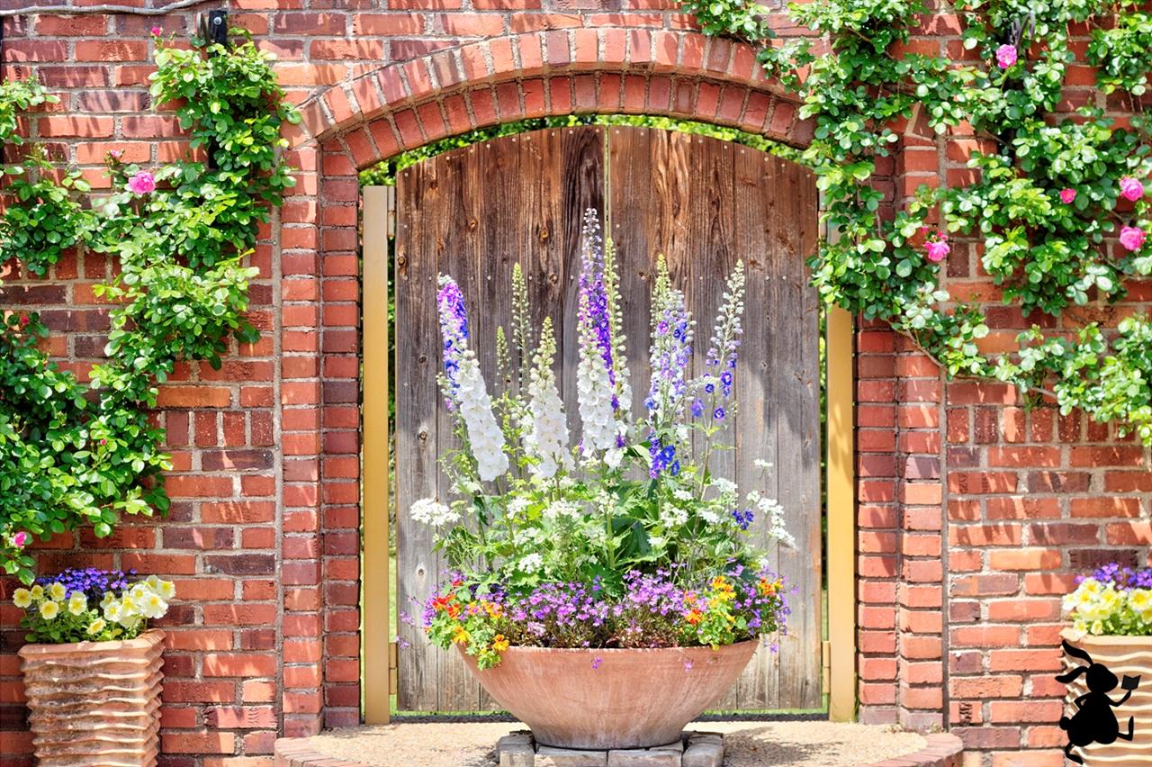 없던 감수성까지 불러일으키는 꽃 아무리 노력해도 꽃들의 형태와 색깔을 사실적으로 묘사하는 것이 불가능하다.
