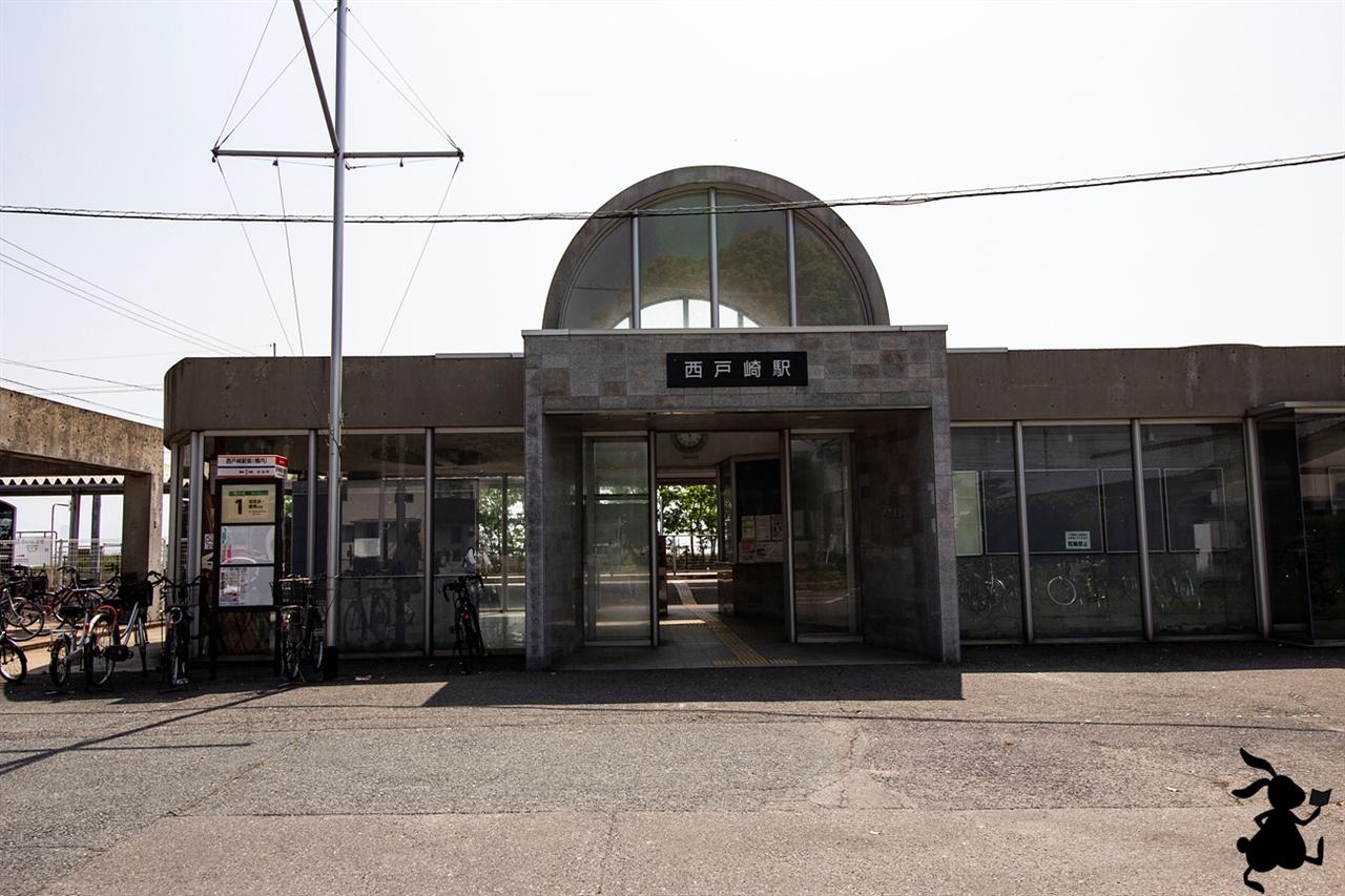종착역인 사이토자키 역 우미노나카미치 해변공원의 서쪽 출입구가 사이토자키 종착역 부근이다.