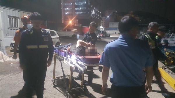 부산해양경찰서는 15일 새벽 물에 빠진 사람을 구조했다.