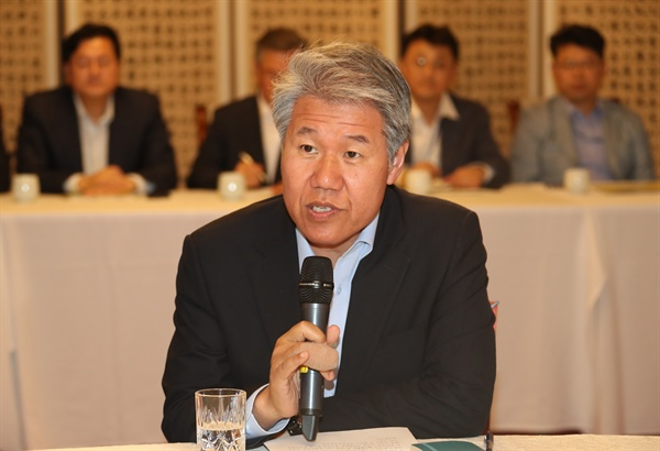 발언하는 김수현 정책실장 청와대 김수현 정책실장이 12일 삼청동 총리공관에서 열린 고위 당정청 회의에서 발언하고 있다.