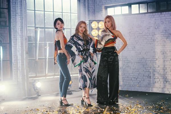 레이디스 코드 레이디스 코드(애슐리, 소정, 주니)가 16일 디지털 싱글 '피드백(FEEDBACK)'을 발표하고 2년 7개월 만에 완전체로 컴백했다.