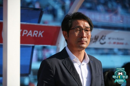 부산 아이파크에서 새로운 '막공' 축구를 선보이고 있는 조덕제 감독