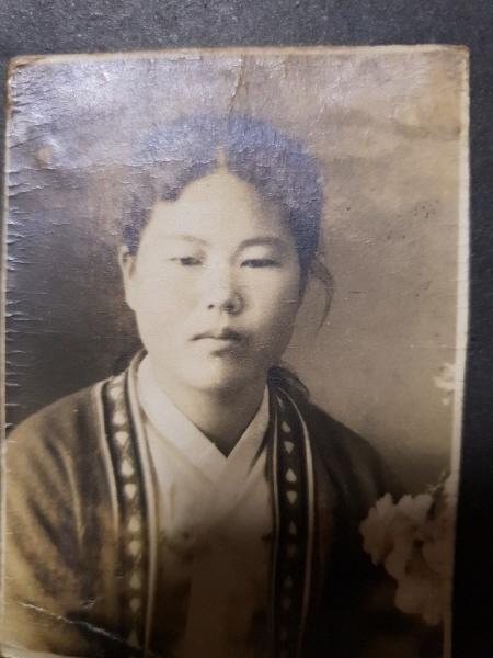 정옥순 할머니의 흑백사진