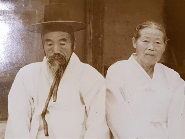 정옥순 할머니의 부모님 흑백사진