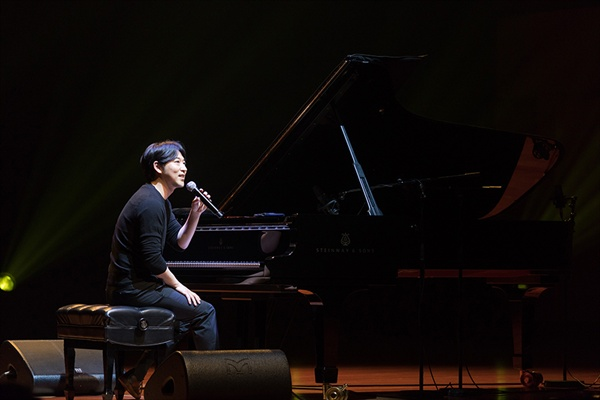 이루마 콘서트는 연주자가 직접 들려주는 곡의 해설과 이야기가 그 묘미를 더해준다.
