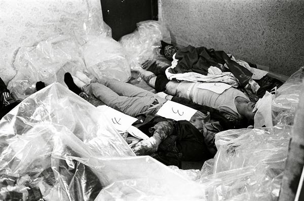 5.18민주화운동 당시 광주 적십자병원 시체 안치실의 모습. 1980.5.28