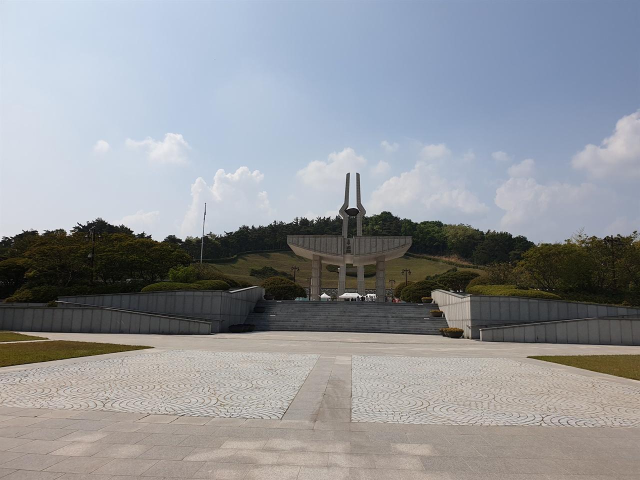 1980년 5월, 신군부의 총칼에 스러져간 광주시민들의 영혼들이 잠들어 있는 국립 5.18 민주묘지